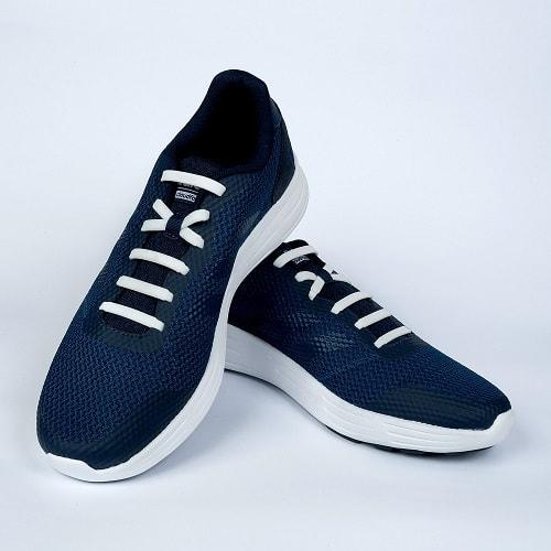 Белые шнурки на кроссовках2