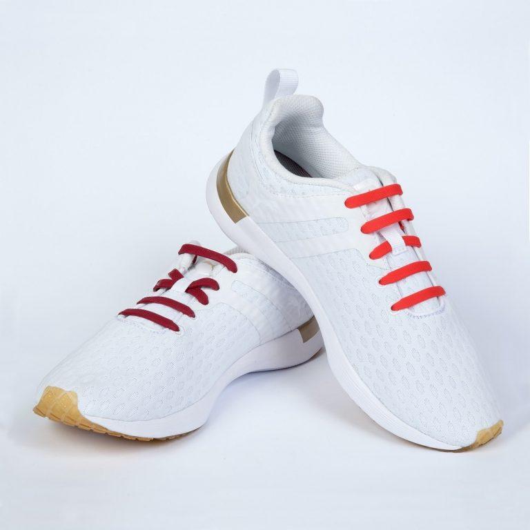 красные шнурки на кроссовках2